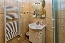 Soc. zariadenie so sprchou sa nachádza v každej izbe i apartmáne.